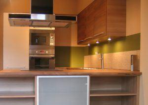 Kuchnia lakierowana z drewnianym blatem