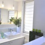 Łazienka utrzymana w jasnej kolorystyce