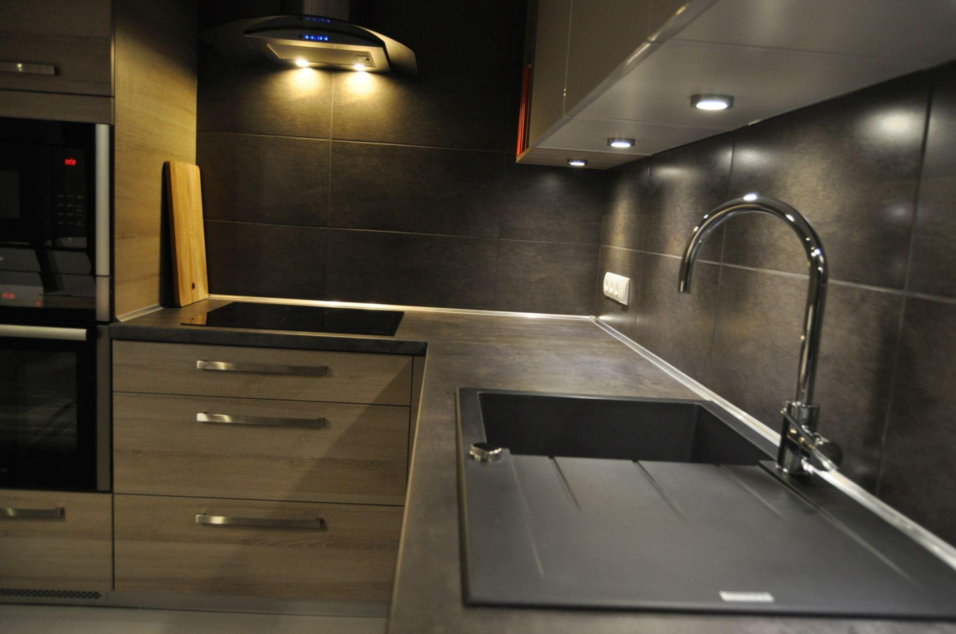 Meble Kuchenne Drewno I Grafit Questa Form Kuchnie Wnętrza