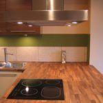 Lakierowania kuchnia z drewnianym blatem