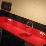 Czarno-czerwone meble kuchenne